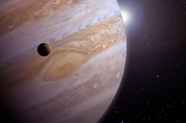 Jupiter mit dem satelliten. elemente dieses bildes wurden von der nasa bereitgestellt. für jeden zweck.