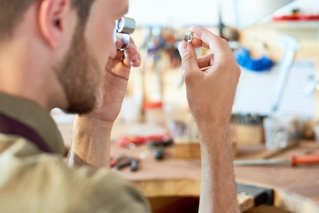 Juwelier-bewertungsring im geschäft
