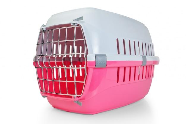 Käfig für den transport von haustieren, katzen, hunden. bei geschlossener tür.