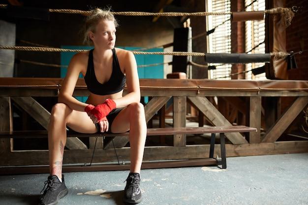 Kämpferin durch boxring