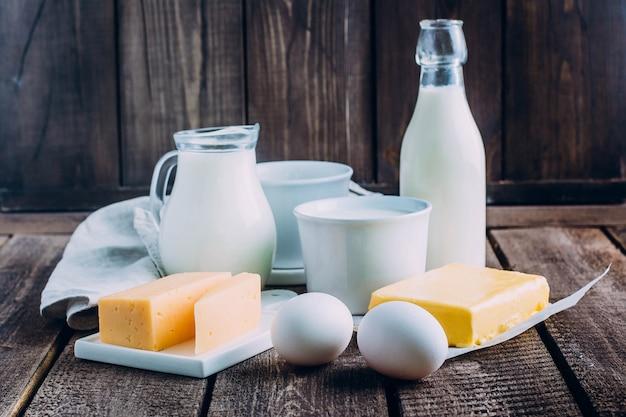 Käse, eier, milch, hüttenkäse, joghurt, sahne und butter