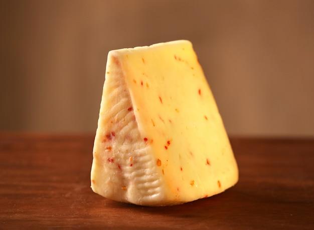 Käse mit scharfem pfeffer