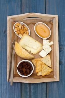 Käse mit toast und honig
