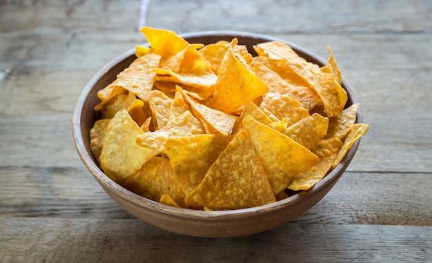 Käse nachos in der schüssel