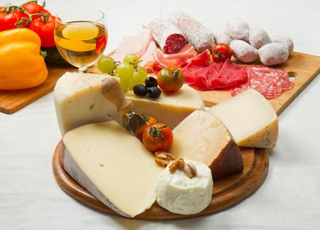 Käse und aufschnitt