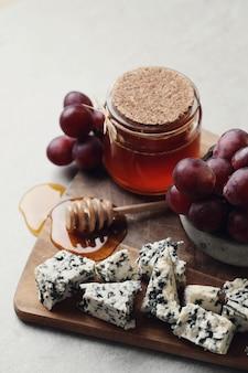 Käse und trauben
