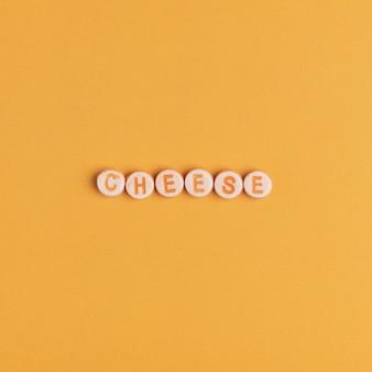 Käse-wort mit perlen