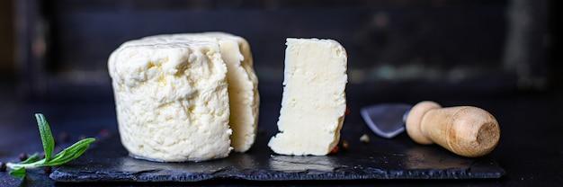 Käsekopf und eingelegte scheiben