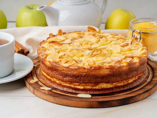 Käsekuchen, apfelkuchen, quarkspeise mit polenta, äpfeln, zimt