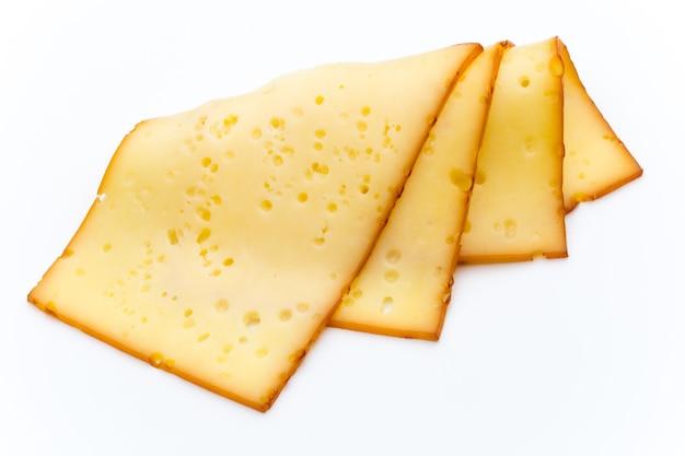 Käsescheiben lokalisiert auf dem weißen hintergrund.
