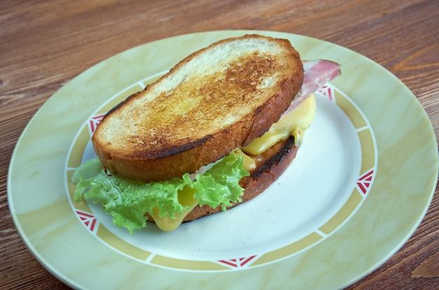 Käsetraum - american grilled cheese sandwich mit brot, cheddar-käse,