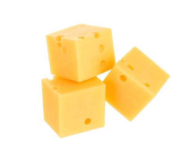 Käsewürfel lokalisiert auf weiß
