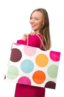 Käufermädchen im rosa kleid, das plastiktaschen lokalisiert auf whit hält