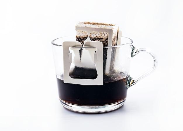 Kaffee auf einem glas gebrüht