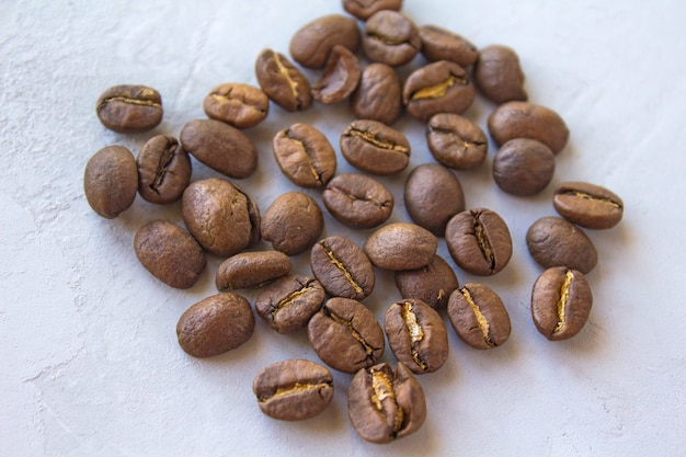 Kaffee auf einem grauen hintergrund