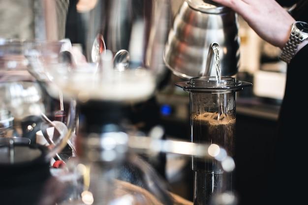 Kaffee brauen in aeropress