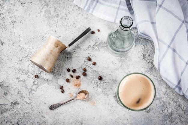 Kaffee espresso mit mineralwasser