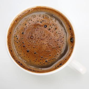 Kaffee in weißer tasse