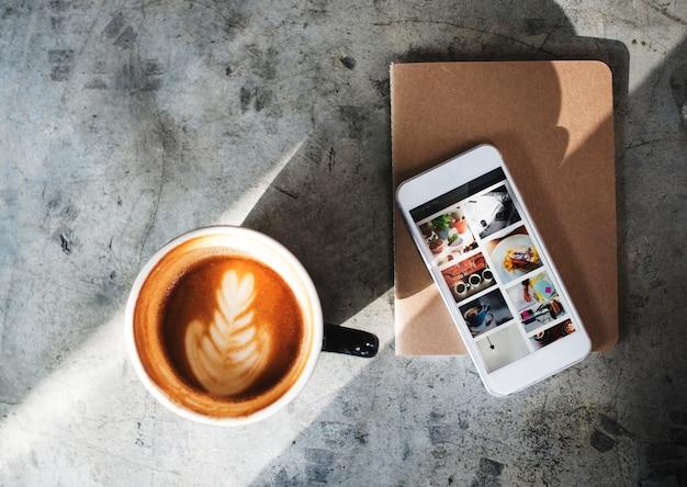 Kaffee-koffein-buch-café entspannen sich erfrischungs-konzept
