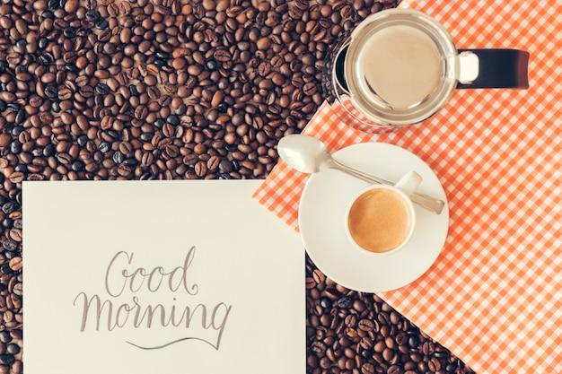 Kaffee-konzept mit papier und tasse