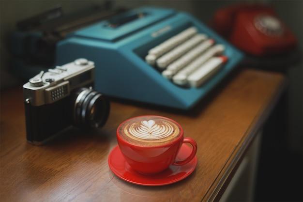 Kaffee latte kunst im café
