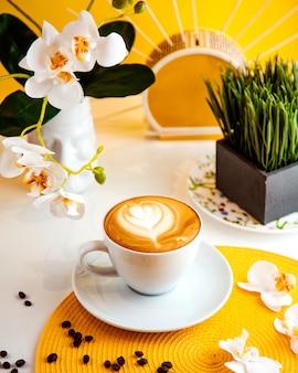 Kaffee latte seitenansicht