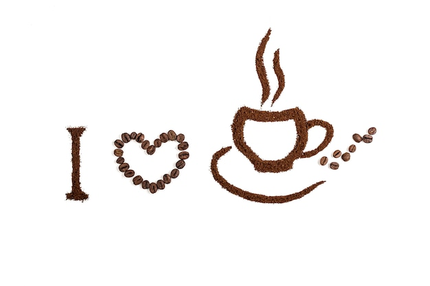 Kaffee lokalisiert auf einer weißen wand mit dem text, den ich kaffee liebe. wand- oder texturkonzept.