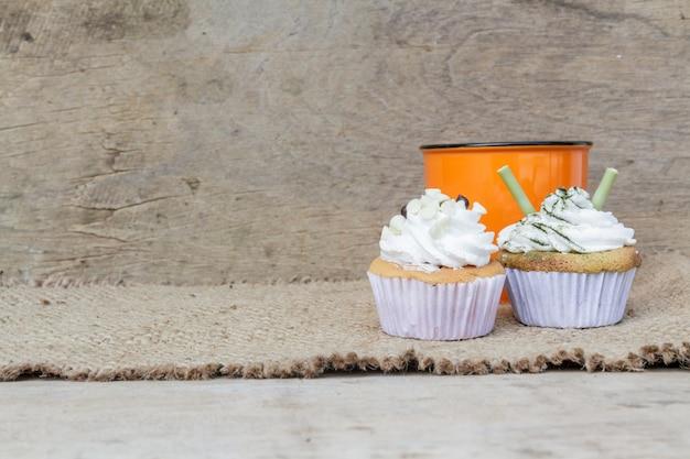 Kaffee und cupcake