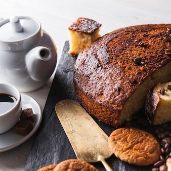 Kaffee und gebäck zum frühstück