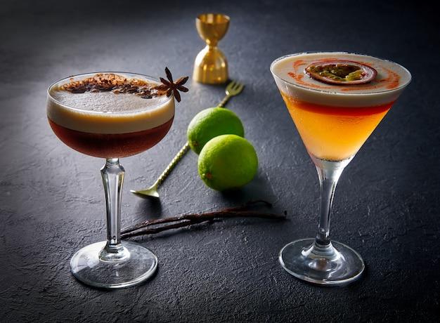 Kaffee- und mangococktails mit maracuya