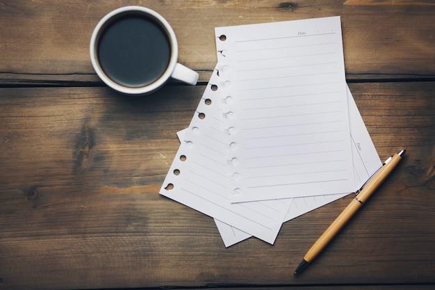 Kaffee und papiere