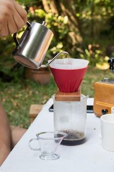 Kaffee von hand tropfen