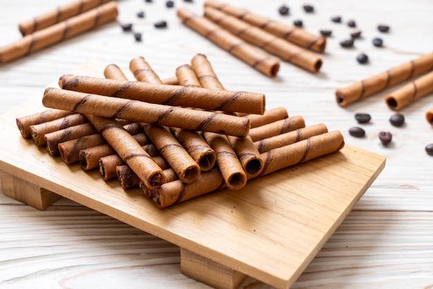 Kaffee-waffel-stick-rolle mit sahne