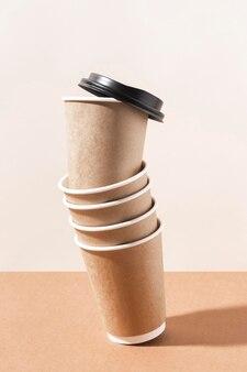 Kaffee zum mitnehmen pappbecher mit kappe