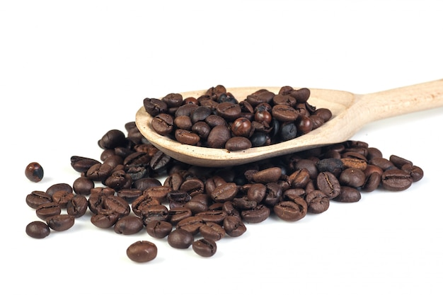 Kaffeebohnen auf weiß