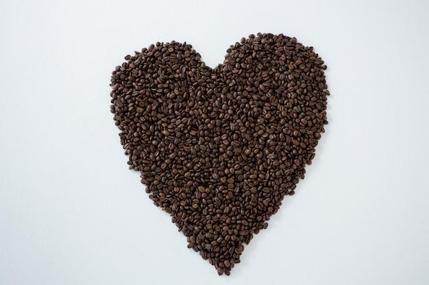 Kaffeebohnen bilden herzform