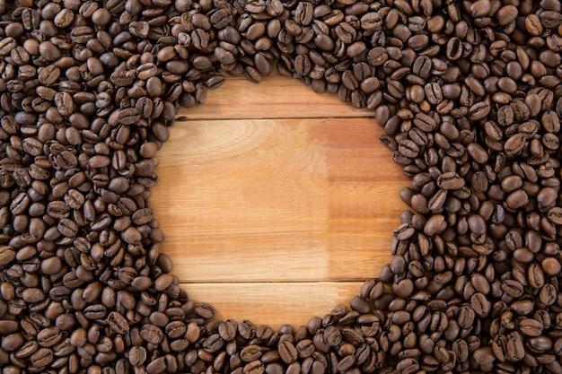 Kaffeebohnen bilden kreis