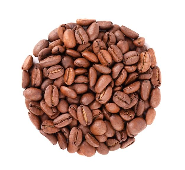 Kaffeebohnen isoliert geröstete arabica-kaffeebohnen. draufsicht.