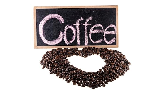 Kaffeebohnen, kaffeezeichen auf weißem hintergrund.