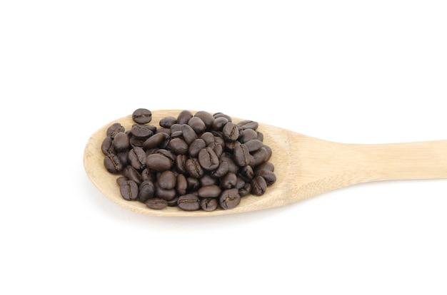 Kaffeebohnen und küchenutensilien aus holz