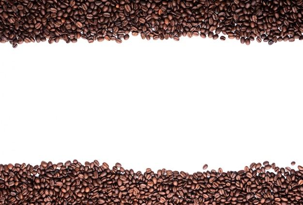 Kaffeebohnenstreifen lokalisiert im weißen hintergrund