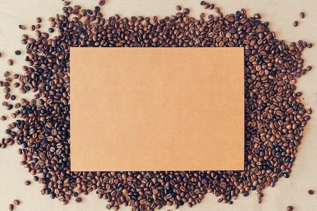 Kaffeedekoration mit karton