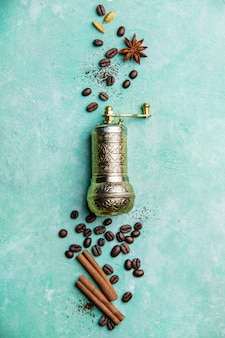 Kaffeekomposition mit vintage manueller kaffeemühle