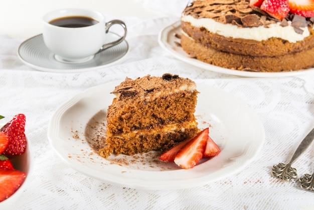 Kaffeekuchen, erdbeeren und kaffee