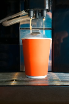 Kaffeemaschine. einwegbecher.