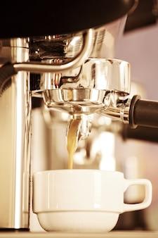 Kaffeemaschine im grunge-stil verarbeitet