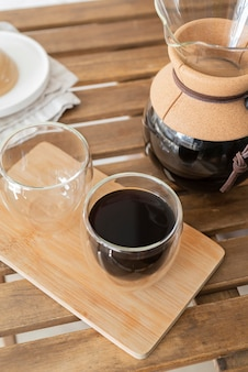 Kaffeemaschine maschine auf dem tisch