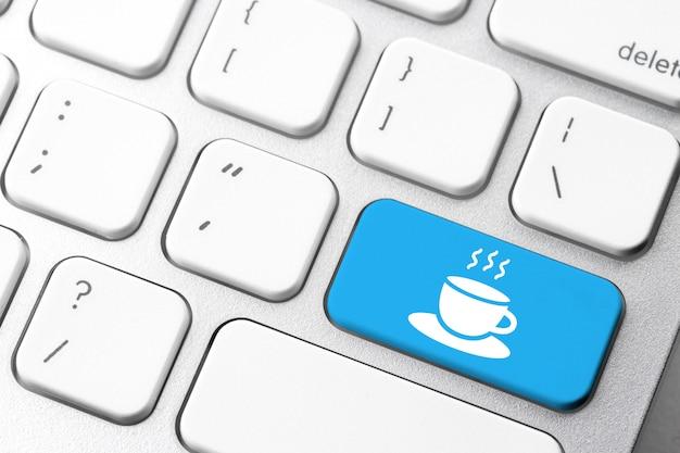 Kaffeepause- u. feiertagsikone auf computertastatur