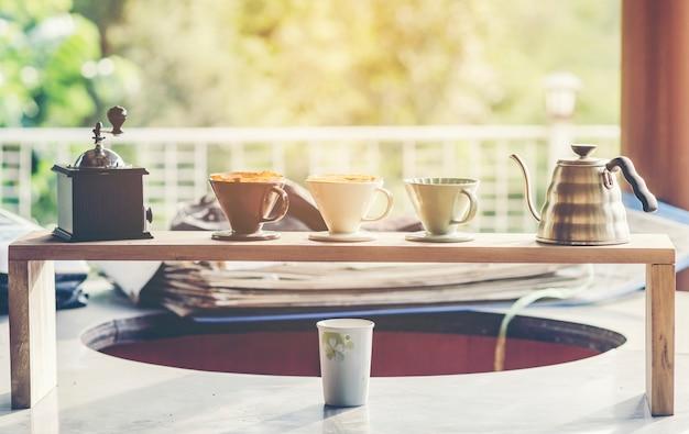 Kaffeesatz, kits zur herstellung von frischem kaffee, weinlesefilterbild