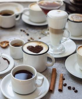 Kaffeesorten auf steinoberfläche
